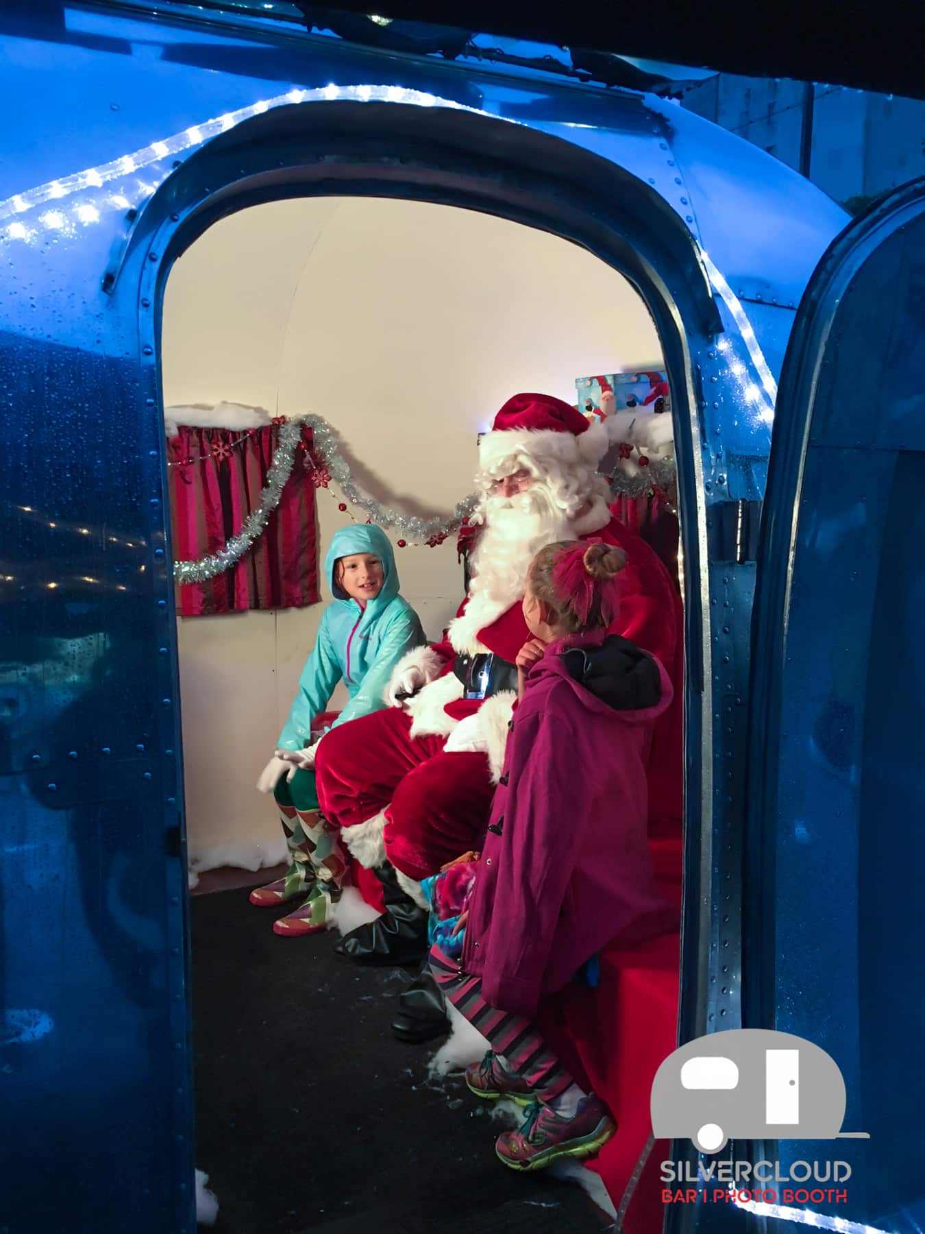 Kids-with-santa-airstream-photo-booth-austin
